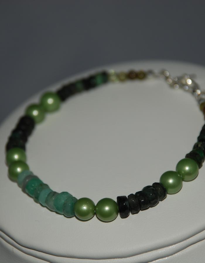 Emerald, grossular garnet & shell pearl Bracelet