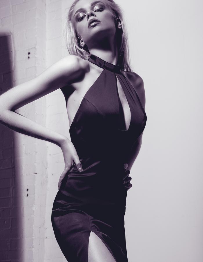Aloura London - Saffron Gown Black