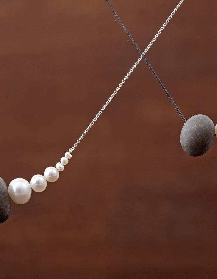 •Keras• necklace, pebble and pearls, fine chain or jade string
