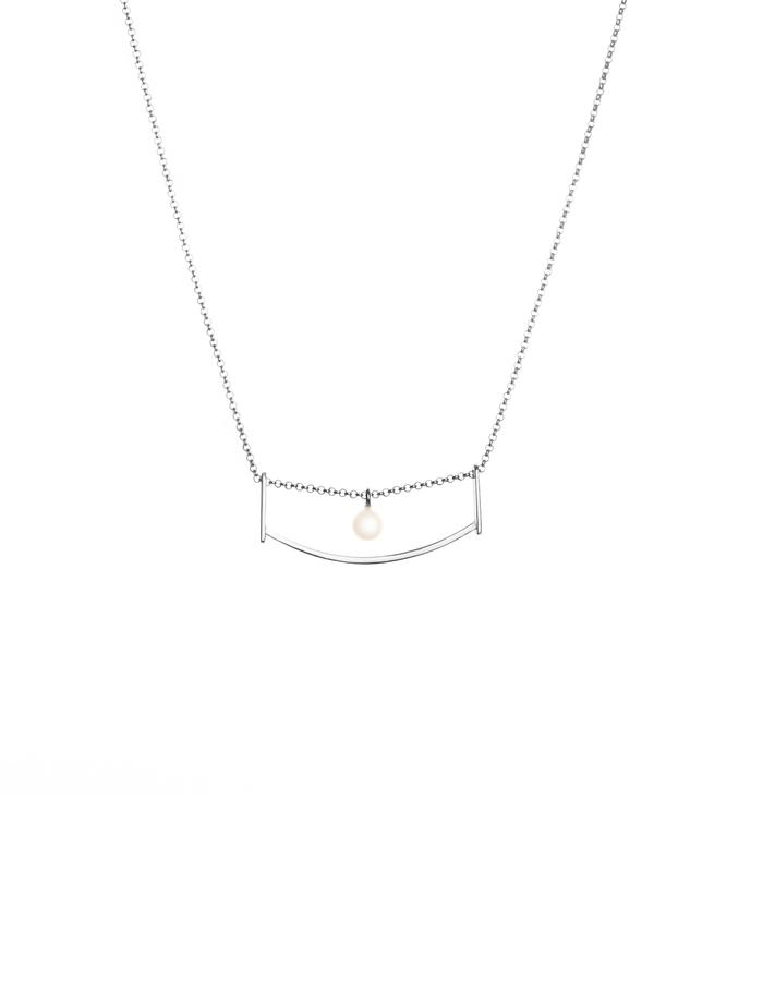 Silver minimal necklace with freshwater pearl