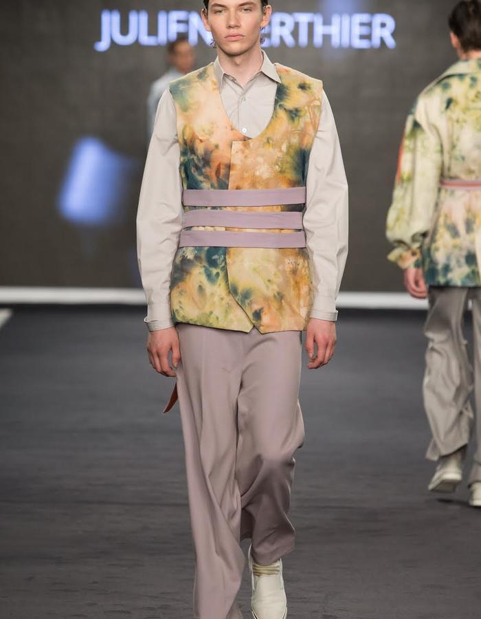 Outfit 3, TROISIEME