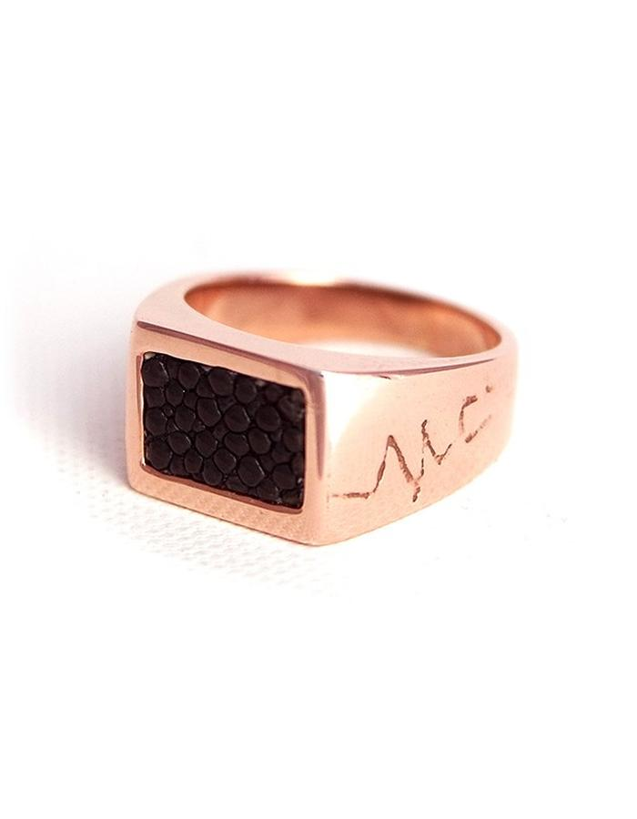 Stingray Leather Signet Ring in Rose Gold