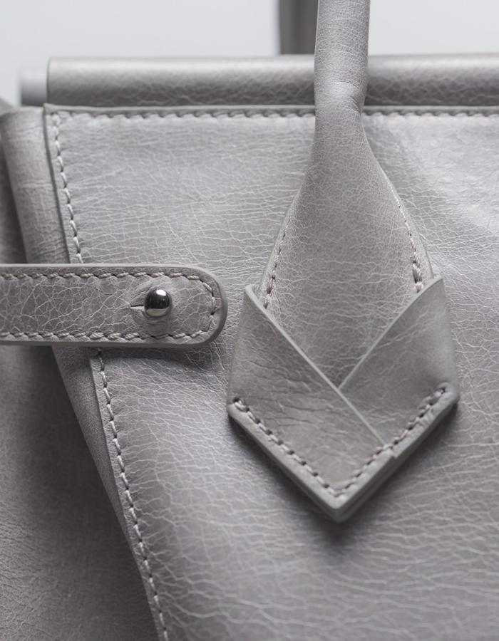 DEACON the Marne in dust. detail strap