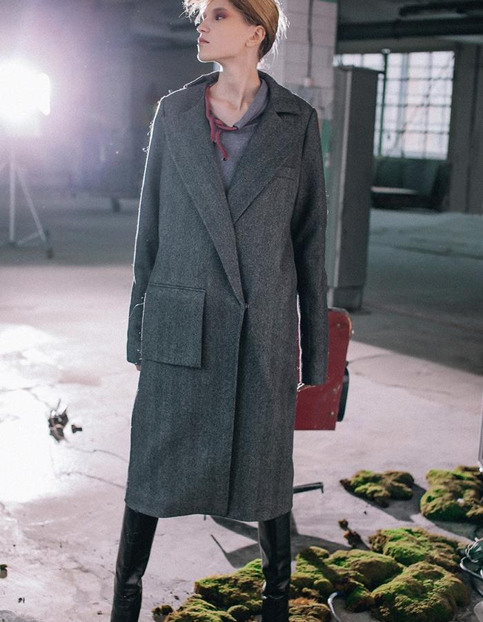 Wool coat with long sleeves and demontable hand made knitting cuffs & collar made of goat down