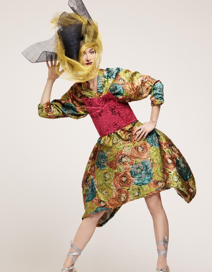 Green, gold and blue silk kimono vest. Large pink floral silk belt, Green, gold and blue silk skirt. Veste façon kimono et jupe en jacquard de soie vert pistache, bleu turquoise, beige amande avec des touches d'or. Ceinture en jacquard de soie et coton rose fushia. hat, sisal transparent headpiece,fashion week, simon albo, dress clothes, albo, newcollection, headpieces, collection couture, helliamphora,  fashion, designer, dress, marque, label, albo, haute couture, prêt à porter, original, unique pieces
