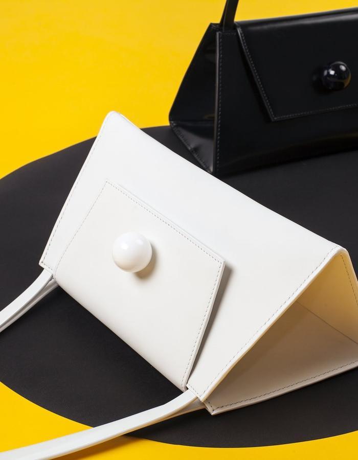 Naoshima | Triangle Bag | White