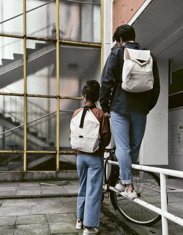 HANNAH with natural linen LUCID bag and Conrad with CATAMARAN rucksack