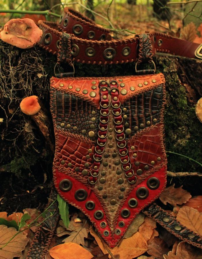 ☾LUNA☽ Handmade Festival Bag with 2 pockets and belt.#leather #gemstone #handmade #luna #bag