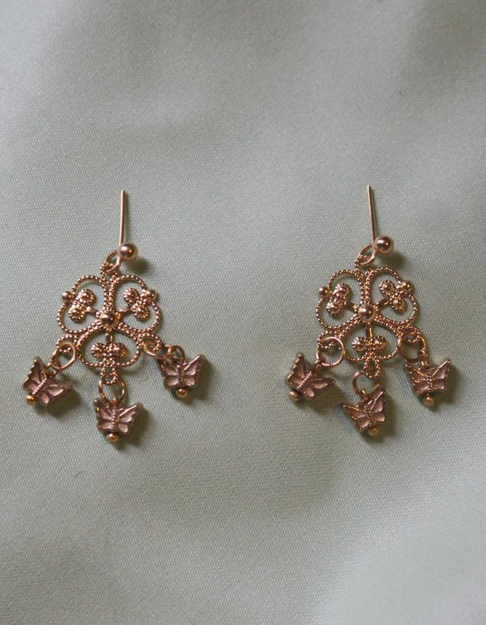 Clover Gold Filigree and tiny butterfly dangle earrings