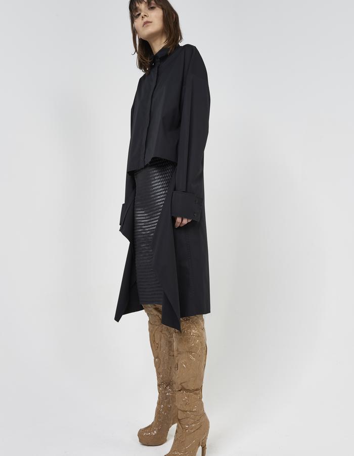 Black deconstructed shirt with detached cuffs by Boyarovskaya made in Paris of 100% cotton