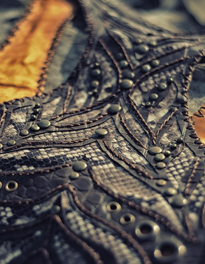 leather art lupa