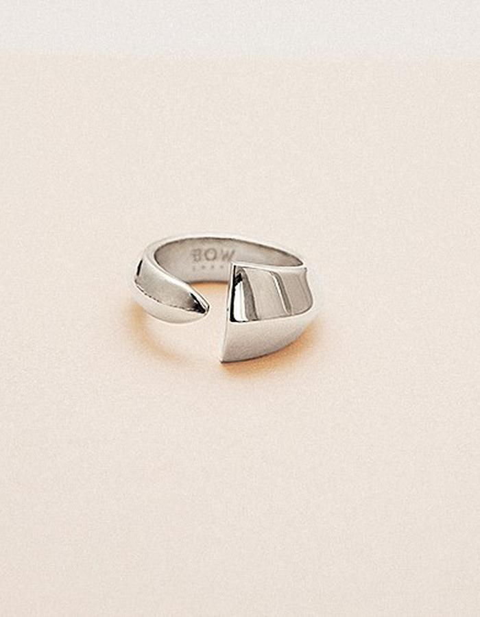 BOW LABEL - ÉPEE PINKY RING - RHODIUM PLATED SILVER - 225 EUR