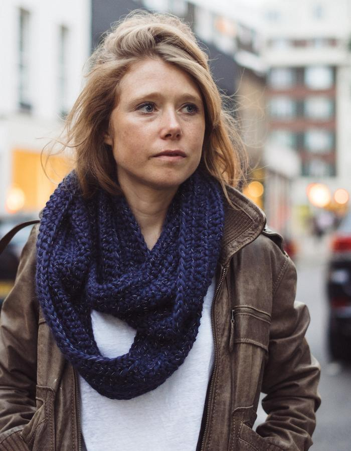 Navy 'infinity' snood
