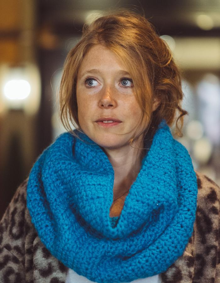 Blue 'twist' snood