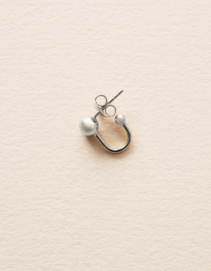 BOW LABEL_SPACE IN TOGETHERNESS STUD EARRING - RHODIUM PLATED_SILVER