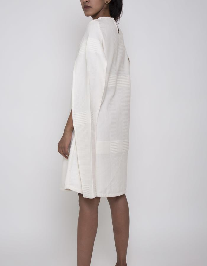 CAPE SLEEVE DRESS(WHITE)