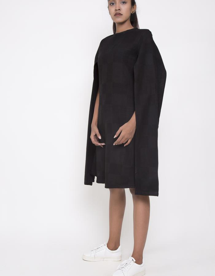 CAPE SLEEVE DRESS_SIDE