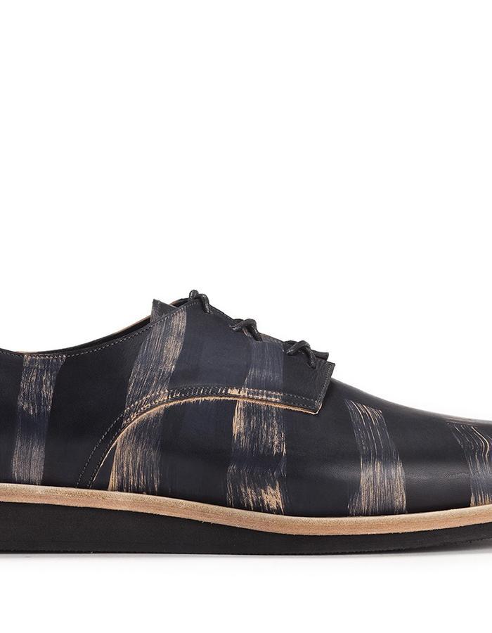 Men's shoes hand painted black streaks.