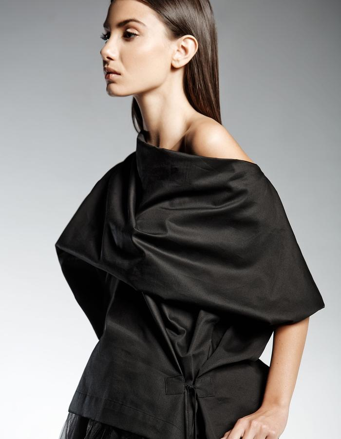 BLOUSE WITH KIMONO SLEEVES AND DRAPED NECK LINE