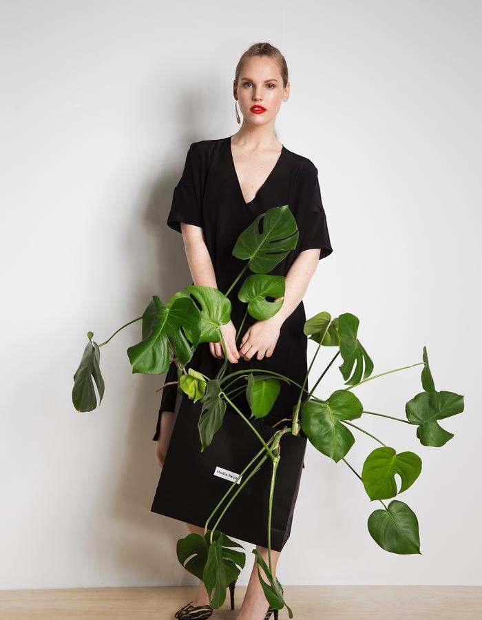 Day dress with plant