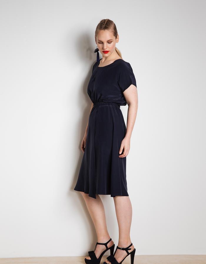Elise silk dress in 100% navy blue