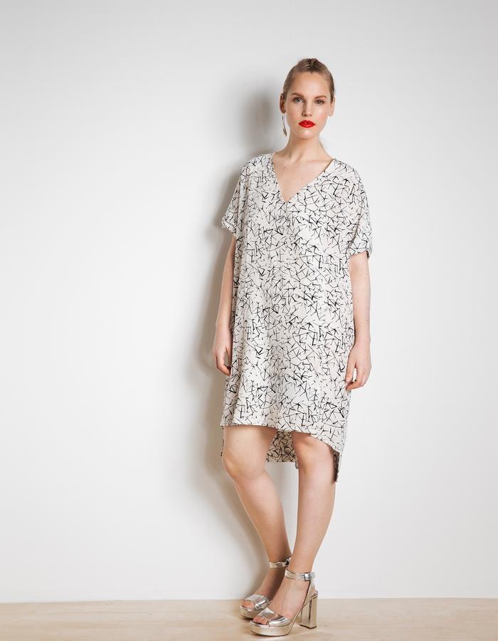 Day dress in silk 3D mosaic print