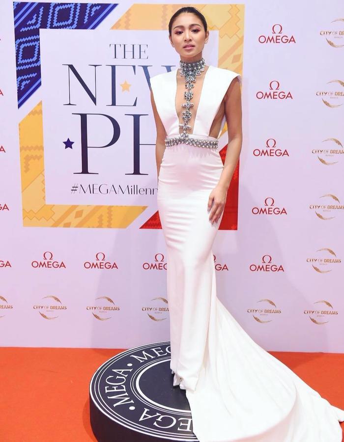 Filipino super star, Nadine Lustre in Thian Rodriguez white gown.