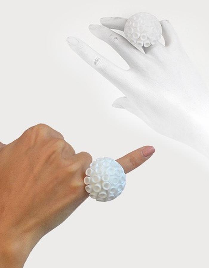 POMPON Ring • White