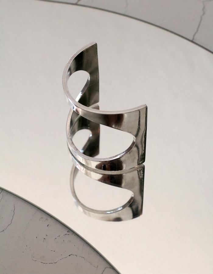Rosa Hirn Schmuck Jewellery Mirrored Aluminium Photography