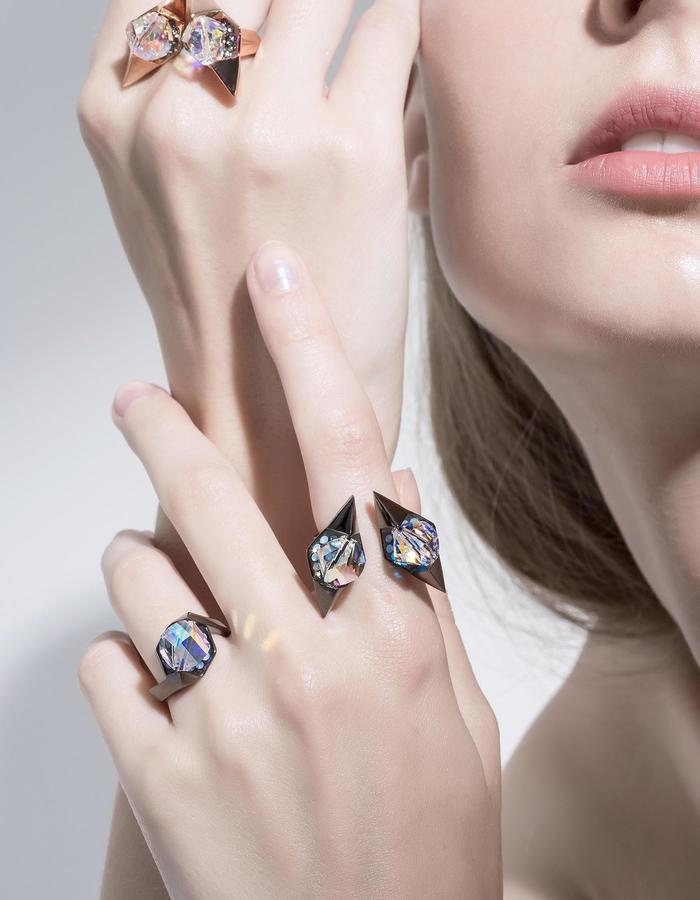 jittrakarn, jewellery, ring, swarovski, futuristic, design, iridescent, invisible, collection