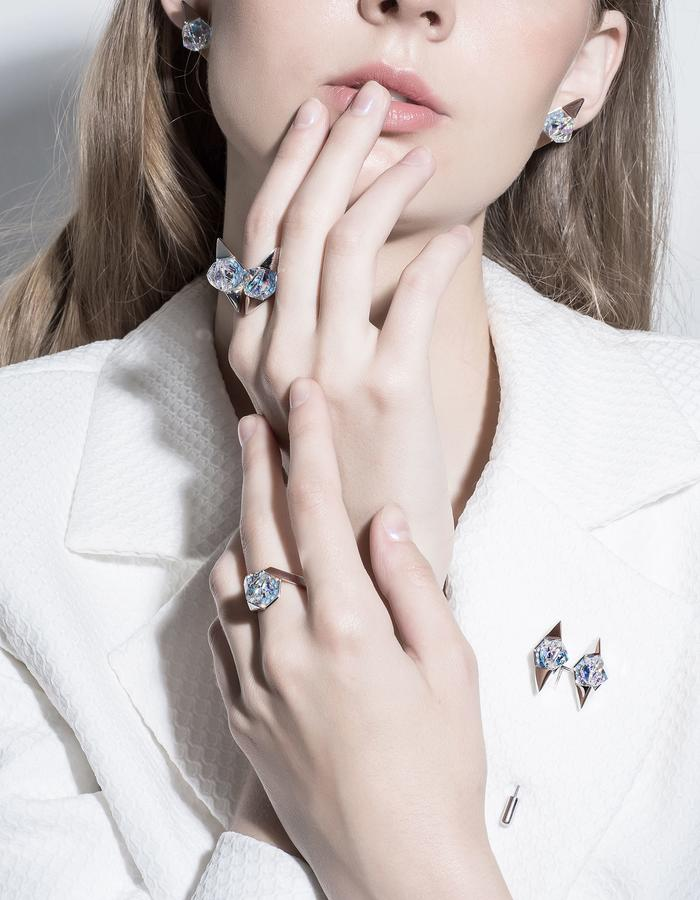 jittrakarn, ring, earrings, pin, brooch, jewellery, swarovski, futuristic, design, iridescent, invisible, collection