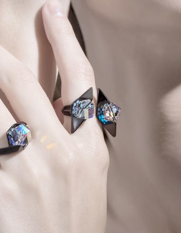 jittrakarn, jewellery, earrings, ring, swarovski, futuristic, design, iridescent, invisible, collection
