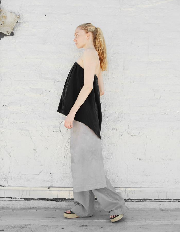 IDA top and VIGGO pant, styled with KODA apron
