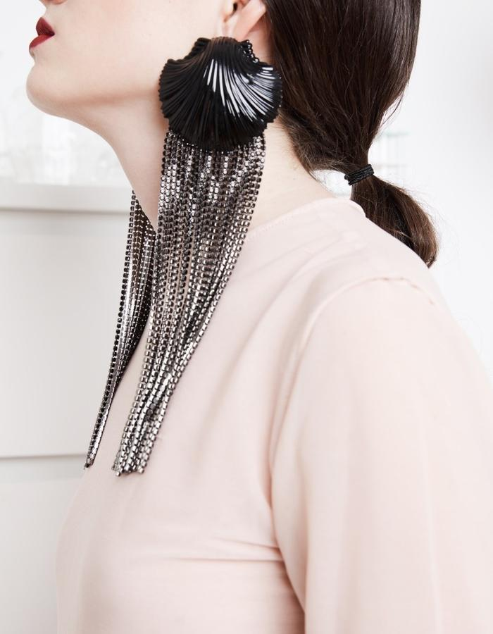 Black Venus earrings