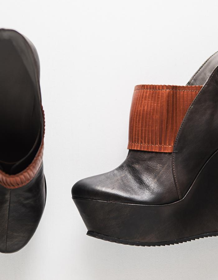 SHADOWS Line - Leather, leather lining, elastic and rubber sole
