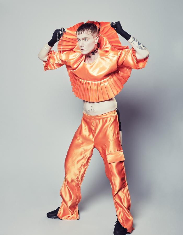 ORANGE SATIN BACK ZIB SHIRT AND ONESIDE CHAPS