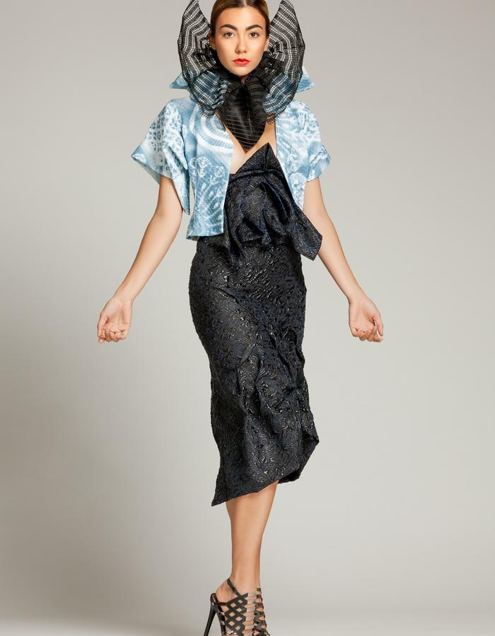 """Unique piece - """"NEMESIA"""" SIMON ALBO Couture Collection 2018. © SIMON ALBO Black tulle corolla embroidered with crystal pearls """"electric blue"""", on black leather collar. White cotton jacket woven with sky blue patterns. Jacquard skirt in anthracite silk and cobalt lurex.simon albo creative fashion designer costumier haute couture luxe mode colerette black"""