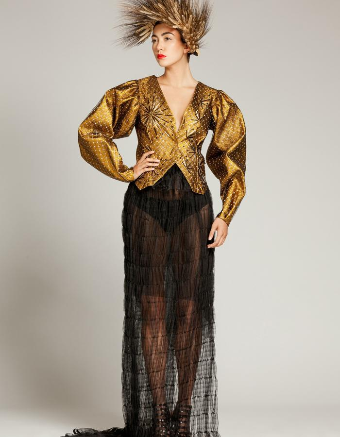 """Unique piece - """"NEMESIA"""" SIMON ALBO Couture Collection 2018. © SIMON ALBO Iridescent gold lurex structured sleeve jacket, lined with silver mesh mesh embroidered with tubular beads and cubic """"black metalized"""". Black skirt made of silk tulle. Wheat wreathsimon albo creative fashion designer costumier haute couture luxe mode gold embroidery black transparent"""