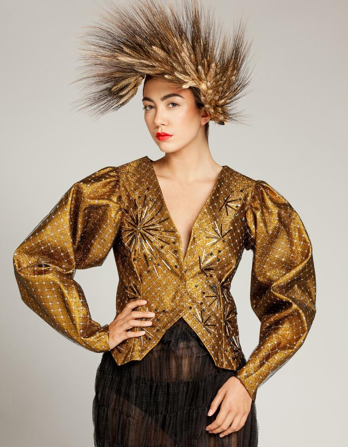 """Unique piece - """"NEMESIA"""" SIMON ALBO Couture Collection 2018. © SIMON ALBO Iridescent gold lurex structured sleeve jacket, lined with silver mesh mesh embroidered with tubular beads and cubic """"black metalized"""". Black skirt made of silk tulle. Wheat wreathsimon albo creative fashion designer costumier haute couture luxe mode gold embroidery"""