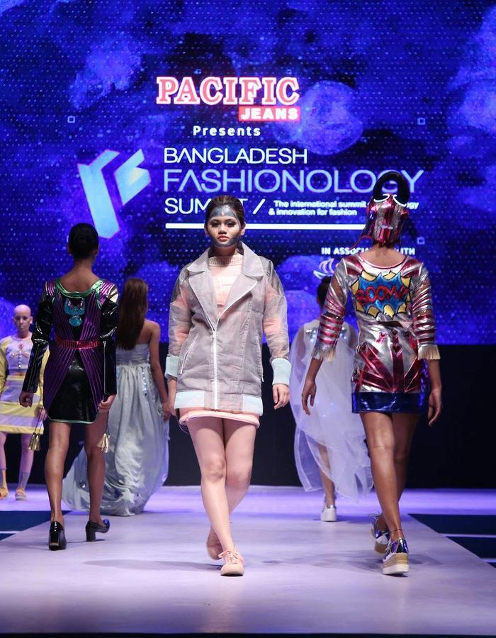 Fashion tech show