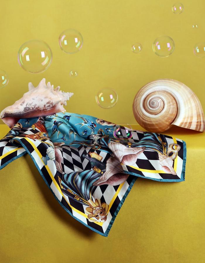 Le Voyage Magnifique by Fiona-K bandana swallow ballett